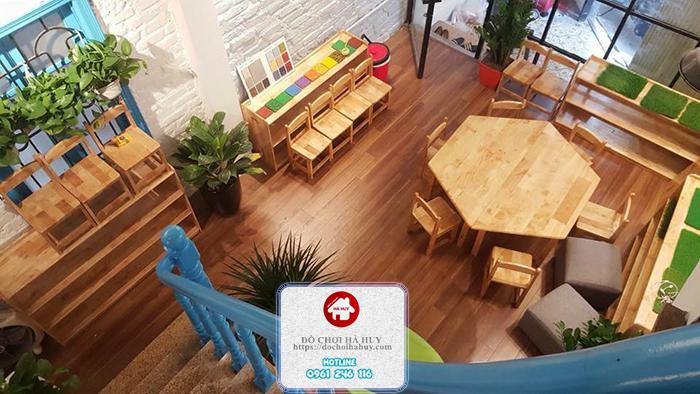 Cách lựa chọn bàn ghế gỗ cho trường mầm non montessori