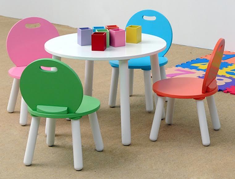 Dựa vào chiều cao để lựa chọn bàn ghế cho trẻ phù hợp