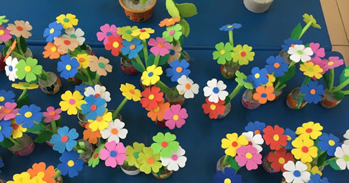 Trang trí lớp học vườn hoa sặc sỡ