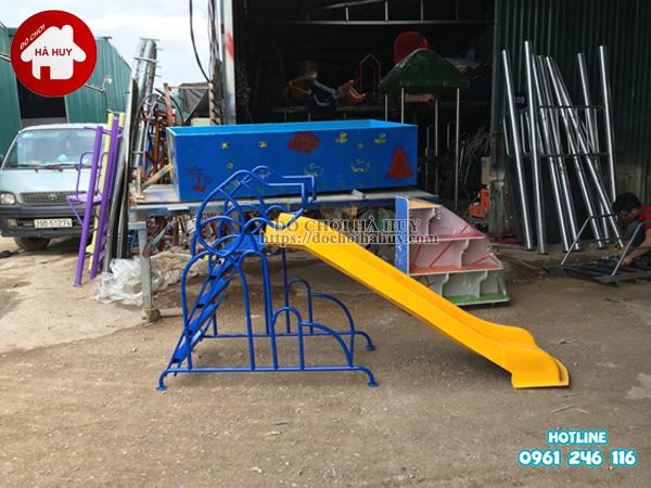 Lắp đặt cầu trượt ngoài trời và tủ kệ mầm non tại Hà Nội